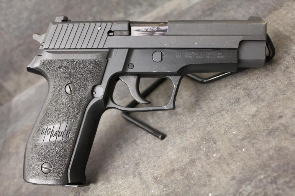 police trade sig sauer p226 40 s w 3 mags and night sights in