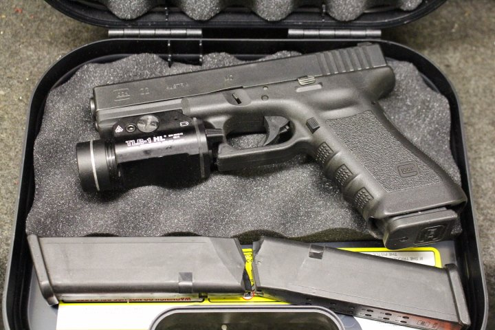 Glock 22 Gen 3  40 S&W W/ Streamlight TLR1 HL, 3 Mags & Case - $319 99